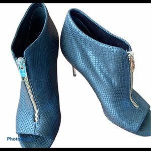 Elaine Turner heels